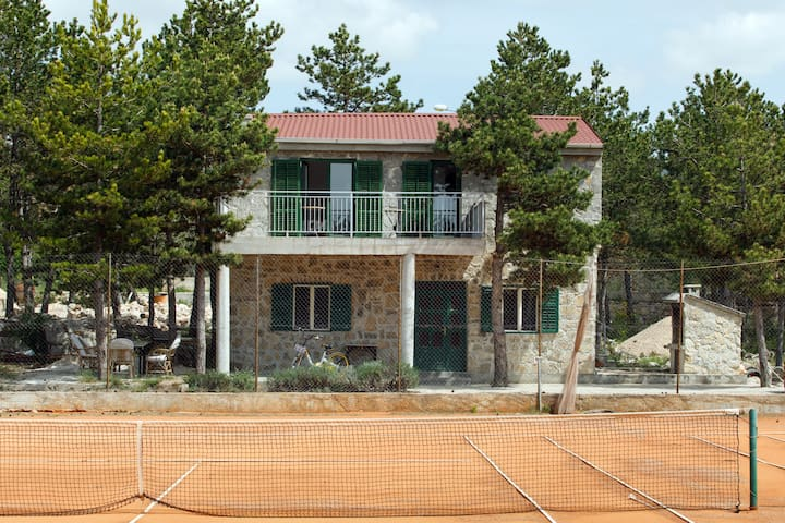 Entire house with two tennis courts - Moj mir ***