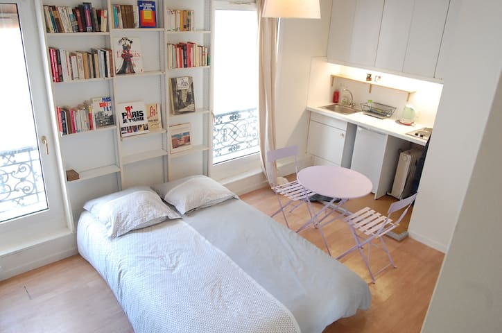 Studio Apartment  in Paris 17 th , quiet