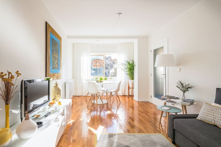 Bright & Quiet flat w/balcony in Center