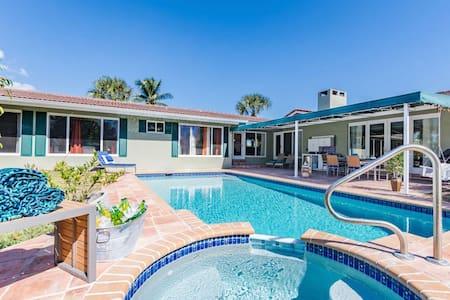 Sprawling Home With Pool, Privacy & Walk To Beach
