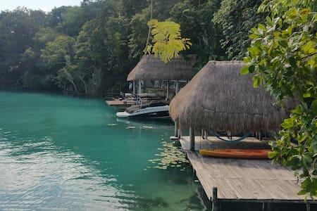 La Casa del Cenote Negro