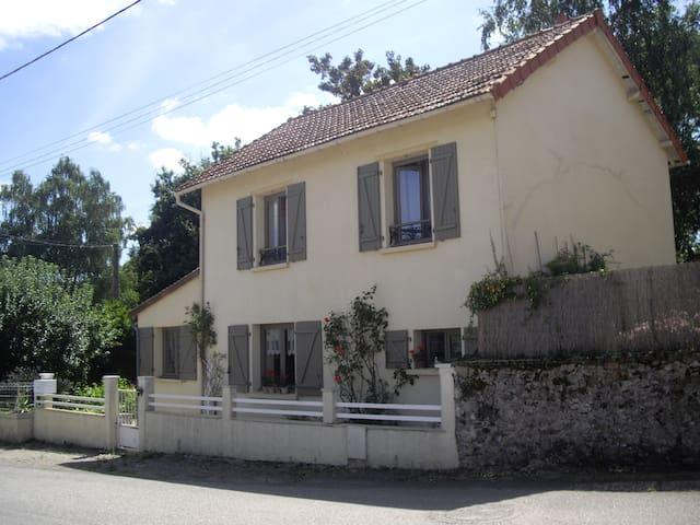 Bosmie-l'Aiguille的民宿