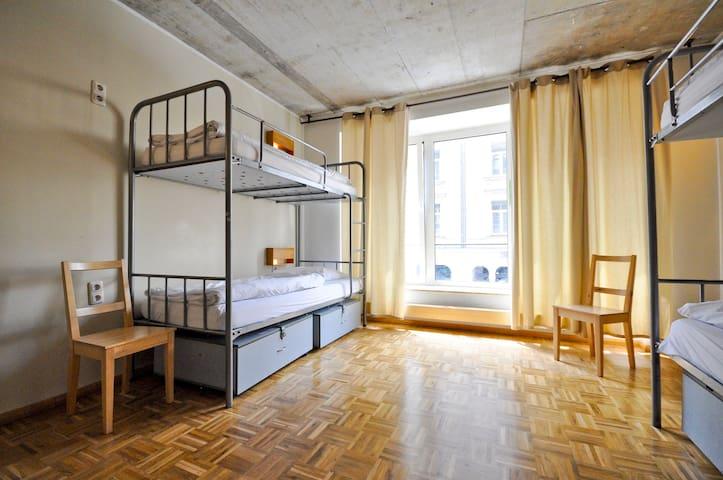 Single Bed in FEMALE Dormitory Room (6 Women)
