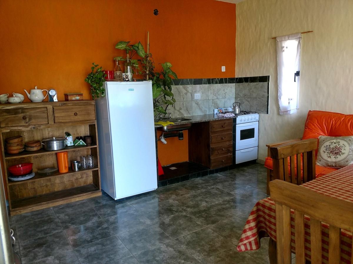 Casa de 2 ambientes con cochera