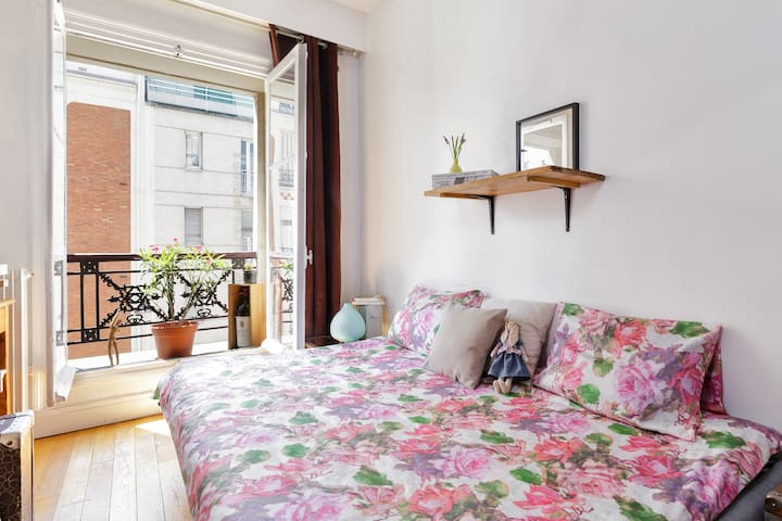 Paris Bed and Breakfast tiny studio