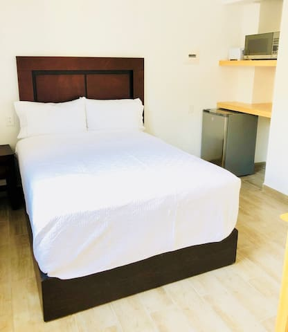 Suites MB #3 (10-14 Min walk to the beach)