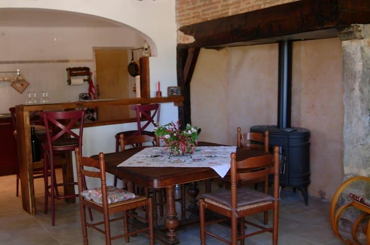 Maison ancienne rénovée en plein Gers
