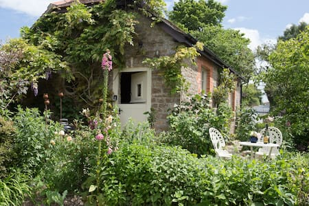 Cute & Cosy Bothy Cottage, near Sherborne & Yeovil