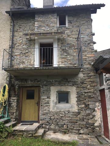 Borgnone的民宿