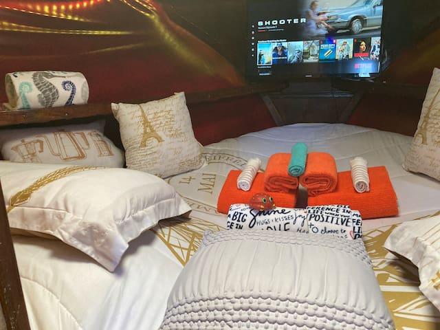 Cozy bed in Marina Del Rey next to Ritz Carlton