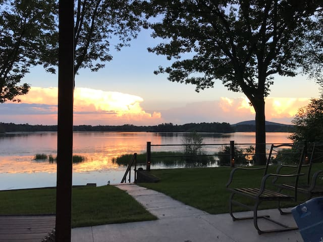 Lake home! Minutes from Downtown & Granite PK