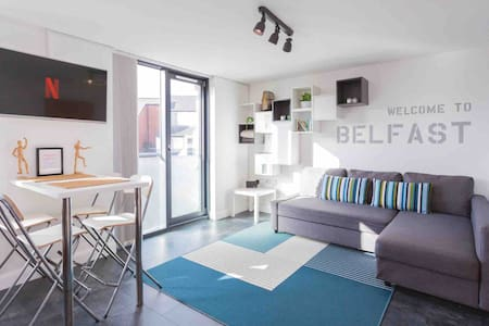 Smart City Apartment / Parking / WiFi / Sleeps 4