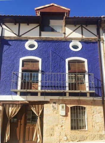 Casa Azul de la Ribera del Duero. Casa Rural
