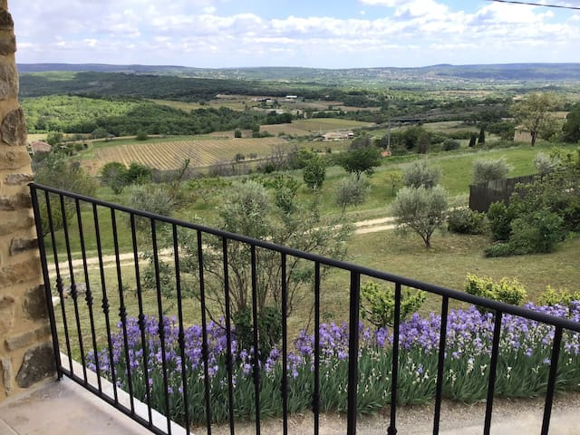 Stone house, air cond, 4 travelers, panoramic view