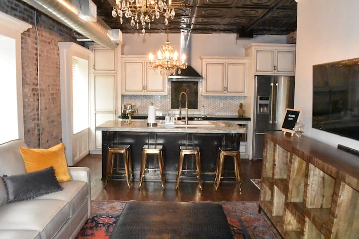 Luxurious Historical Home in the ❤️ of Downtown KC