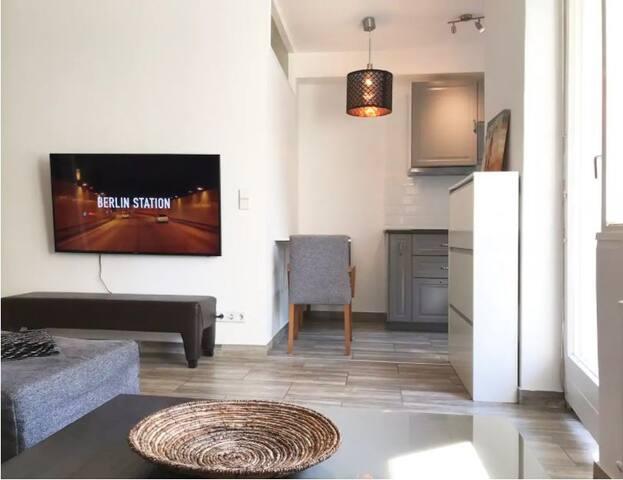 Designer Central apartment (Copy)