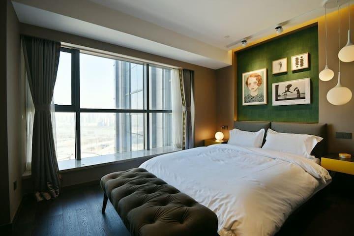 商务-长兴南街【环球金融中心】公寓楼五大馆旁夜景房  (万象城旁)