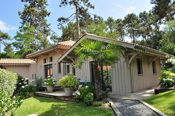 Villa en bois, village de l'Herbe au Cap-Ferret