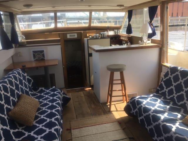 Chris Craft Commander Yacht/ Houseboat - Sleeps 6