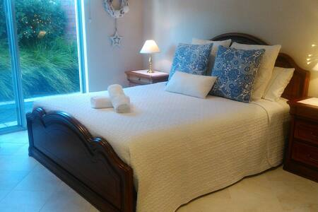 OWN  ENTRY & ENSUITE  walk 2 townTranquil retreat