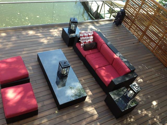 Waterfront Luxury- 3 Plus Bedrooms