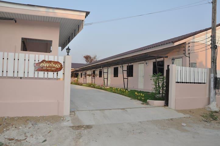 Tambon Khuang Pao的民宿