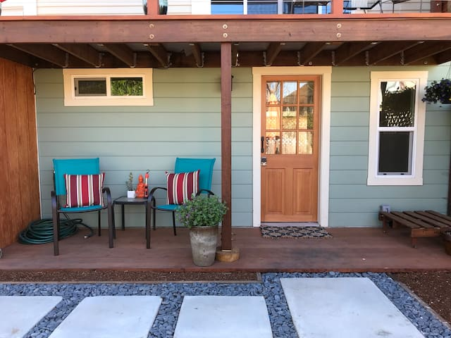 East Bay Studio Oasis - Rest, Relax, Or See It All