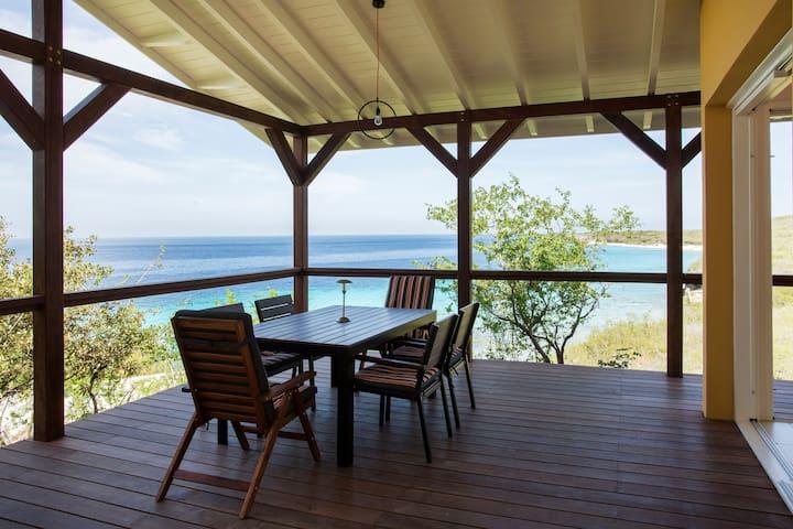 Cas Abou Bay bungalow