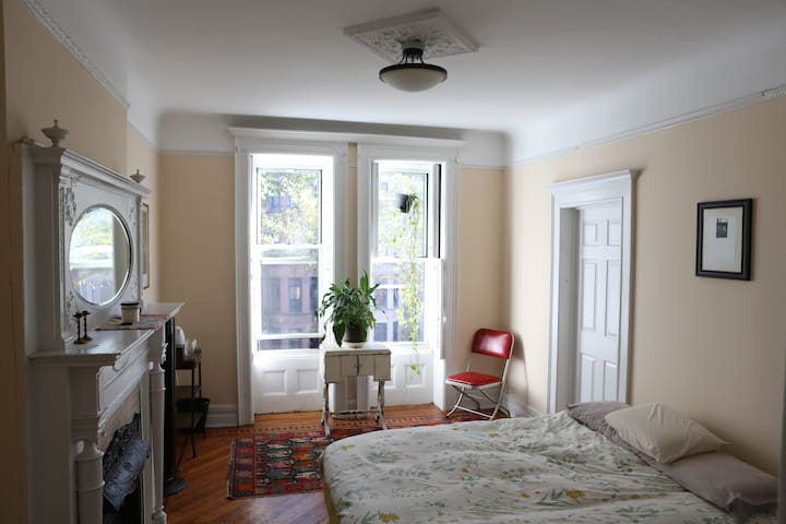 Beautiful room with private bathroom in Town house