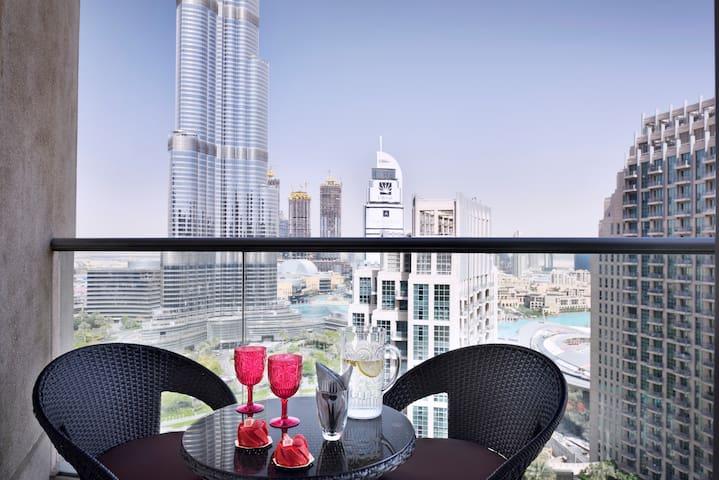 Iconic Two-Bedroom Apartment Burj Khalifa View