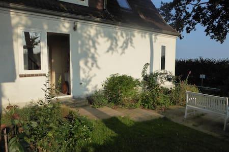 gemütliches Ferienhaus stadt- und naturnah