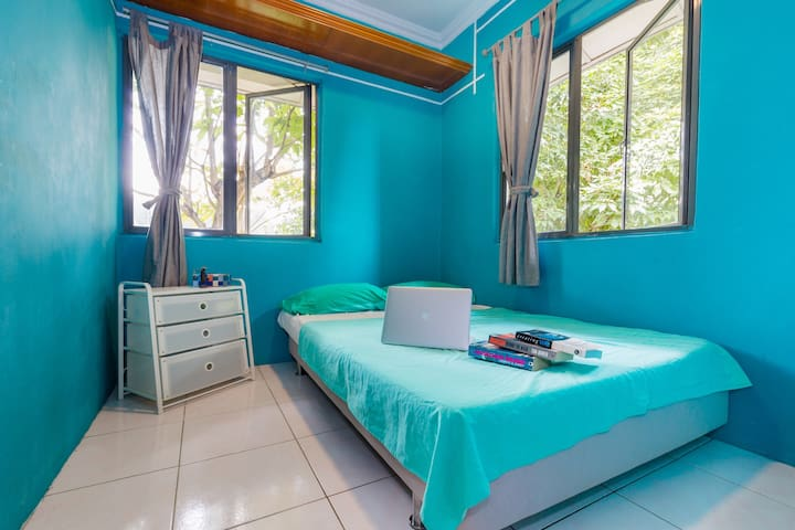 Budget Private Room, Near LRT, 40% off Long Stays