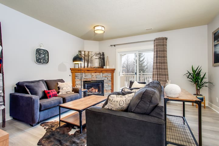 ★NOW OPEN- Spacious Unit w/ Private Balcony & BBQ★