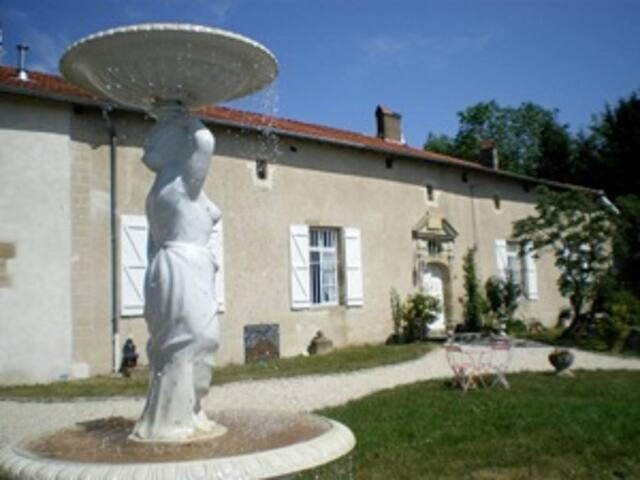 Autrécourt-sur-Aire的民宿