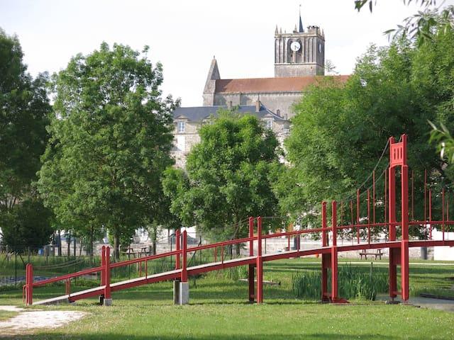 Saint-Savinien的民宿