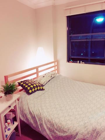 Cozy small apartment situated in Glebe. LGBT 🏳️🌈