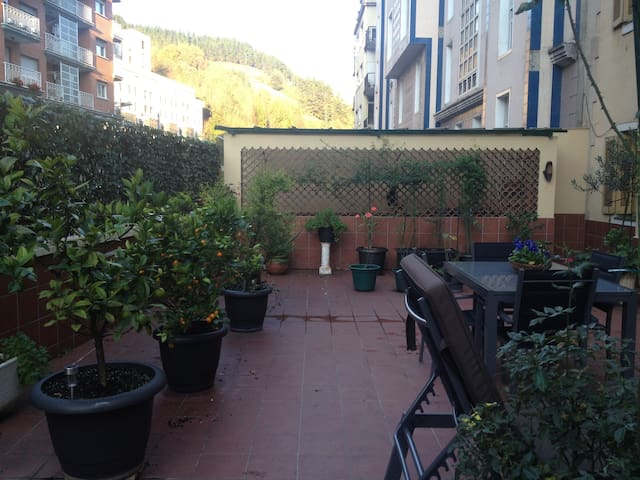 Large flat, cozy, quiet and spacious terrace.
