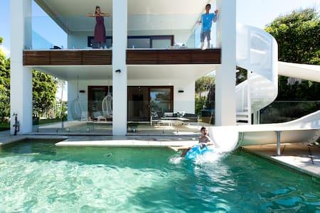 ULTIMATE NOOSA Six Bedroom Luxury with WATERSLIDE!