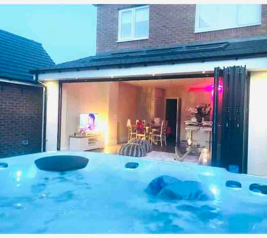 Stunning home for 8 guests with hot tub!