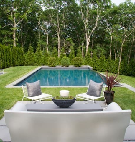 East HamptonNew Home 5 Minutes from Town