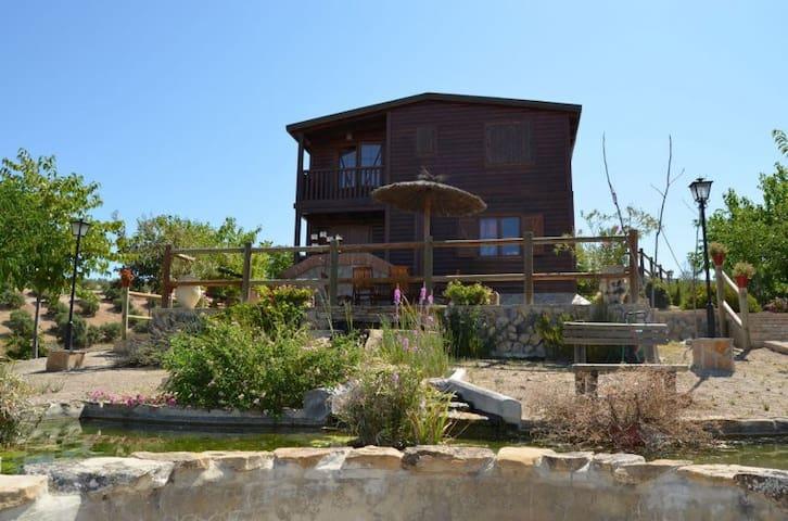 Cabaña con Piscina privada y Jardines