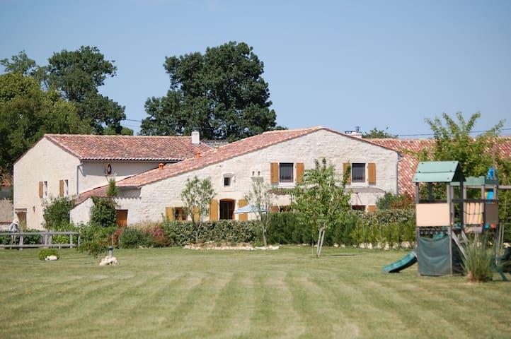 Montpellier-de-Médillan的民宿