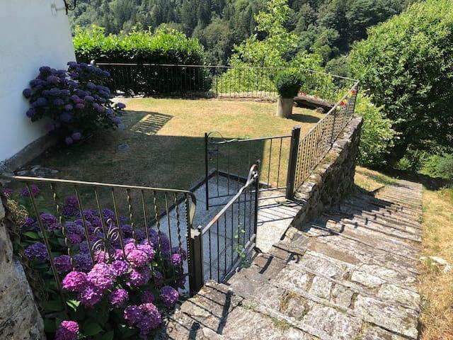 Lovely little cottage (verzasca valley-Lavertezzo)