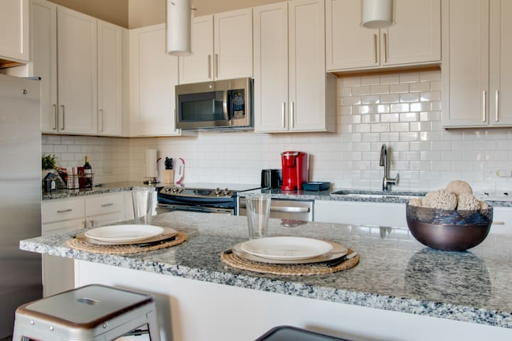 Luxe Dilworth Apt on Greenway | Parking Incl.