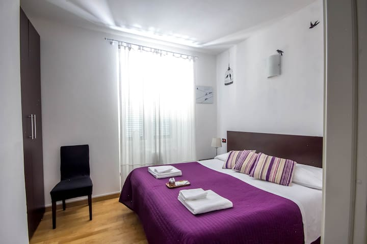 B&B Private Double Room city center near station
