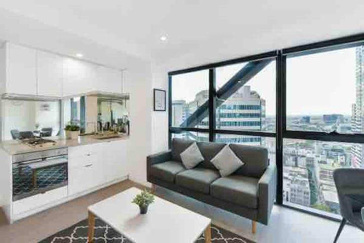 La Trobe St 30th Floor Apartment Spectacular View