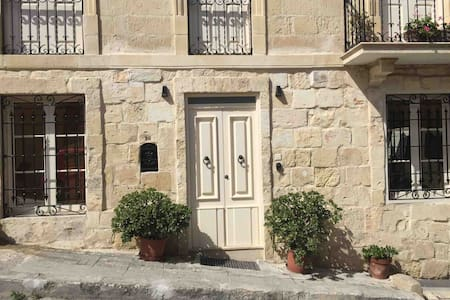 Valletta house close to the sea