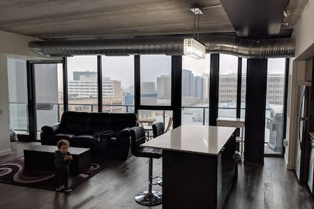 Glasshouse, Luxury Downtown 13th floor, 2 bdr