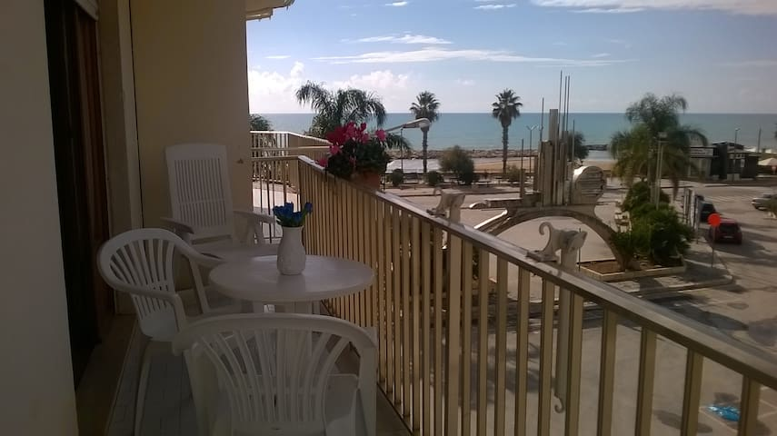 Marina di Ragusa的民宿
