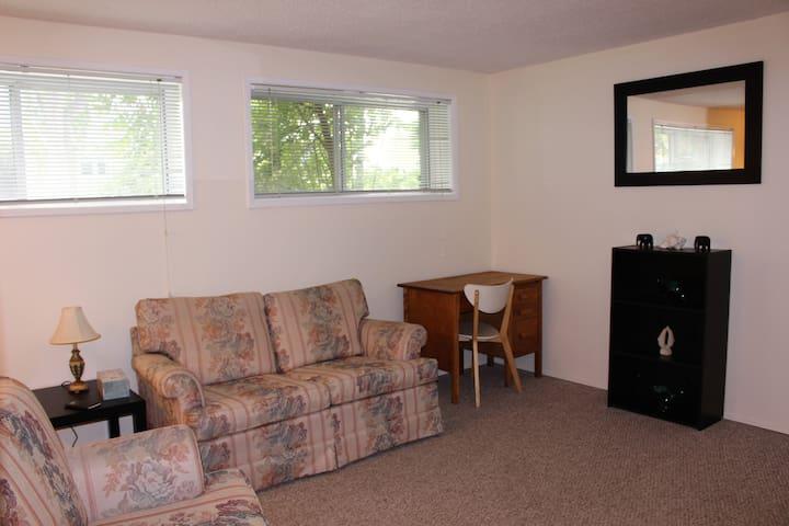 Charming  & Convenient Cozy Suite - Close to DT!